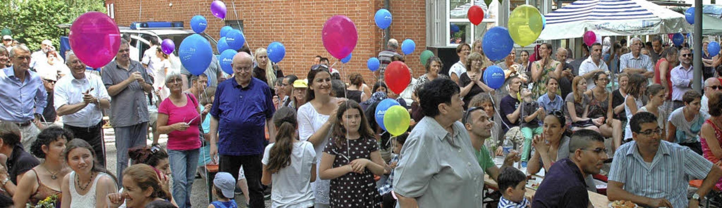 Feiern über Generations-, Religions-  ...inger Stadtteilvereins im Mittelpunkt.  | Foto: Regine Ounas-Kräusel