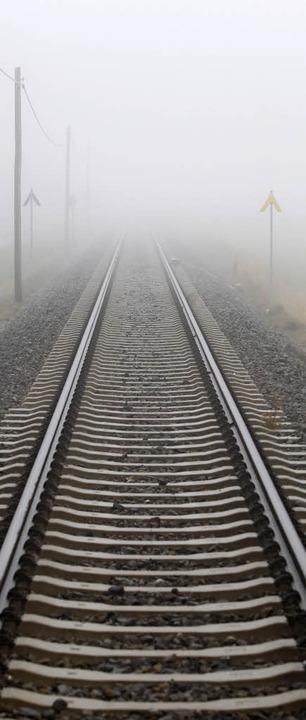 Wohin steuert die Bahn? Gleise im Nebel    Foto: dpa