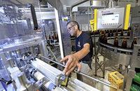 Die Brauerei Ganter hat eine neue Abf�llanlage - sie schafft 10.000 Flaschen pro Stunde