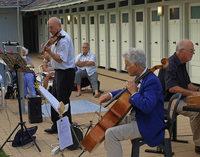 Im Damenbad des Lorettobads spielt das Trio andante con Fuoco