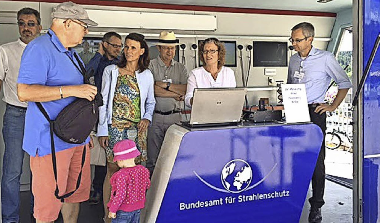 Die Bundestagsabgeordnete Rita Schwarz... Gespräch mit interessierten Bürgern.     Foto: privat