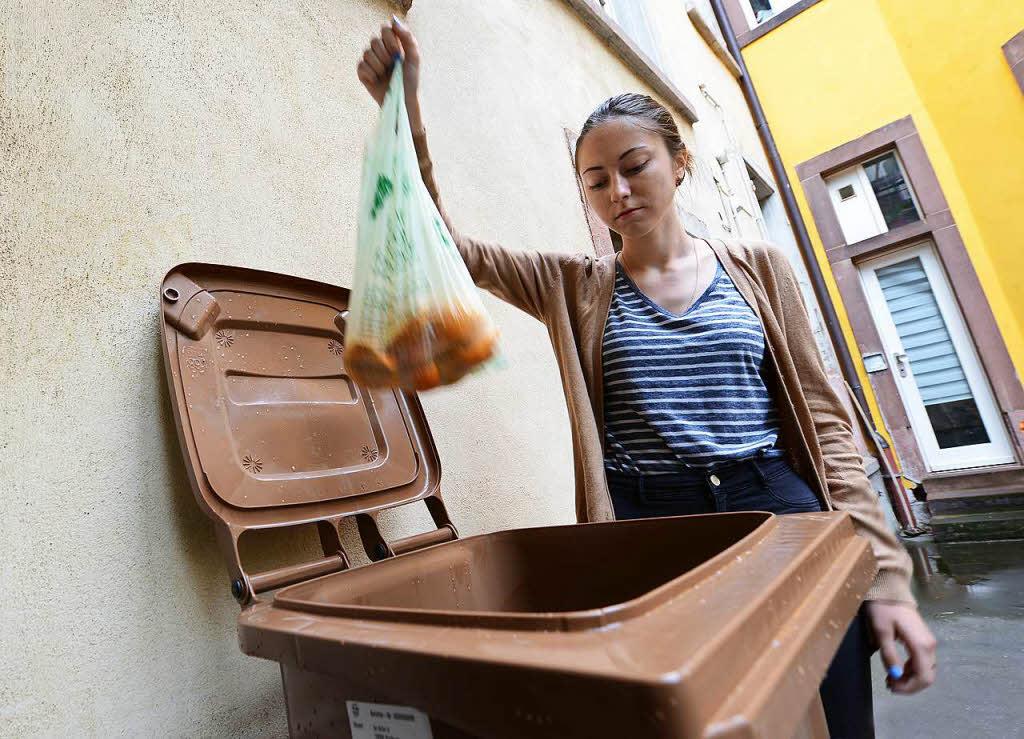 freiburger abfallwirtschaft r t von kompostierbaren biom llbeuteln ab freiburg badische zeitung. Black Bedroom Furniture Sets. Home Design Ideas