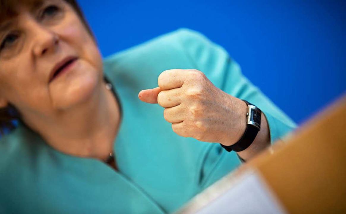 Merkels betont besonnenes Auftreten be...erpressekonferenz hat viele verärgert.  | Foto: dpa