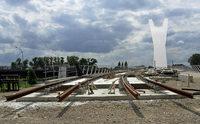 Gleise auf der neuen Tram-Br�cke fast fertig verlegt