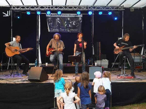 Die Bonndorfer Akustik-Combo Zausig Bär & Ketterer begeisterte die Querbeat-Besucher mit Songs von Folk bis Rock.