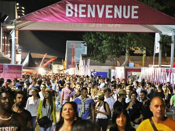 350 Aussteller und internationale Rockstars locken jedes Jahr mehr als eine Viertelmillion Besucher nach Colmar. Seit der Premiere 1948 hat sich die Foire aux Vins zu einem Megaevent entwickelt. Die Messe dauert noch bis zum 15. August.