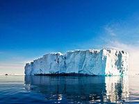 Gletschereis wird in der Antarktis eingelagert
