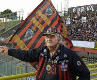 Nonno Ciccio - der wohl �lteste Fu�ball-Fanatiker Italiens
