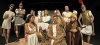 """Das Wallgrabentheater pr�sentiert bei den Rathaushofspielen """"Romulus der Gro�e"""""""