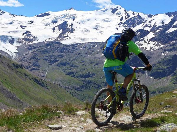 Mal in hochalpinem Gelände, mal über saftige Wiesen - Mountainbiken im Alta Rezia ist anspruchsvoll und vielseitig zugleich.