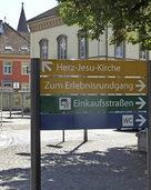 Ein neues Fu�g�ngerleitsystem weist den Weg durch die M�llheimer Innenstadt