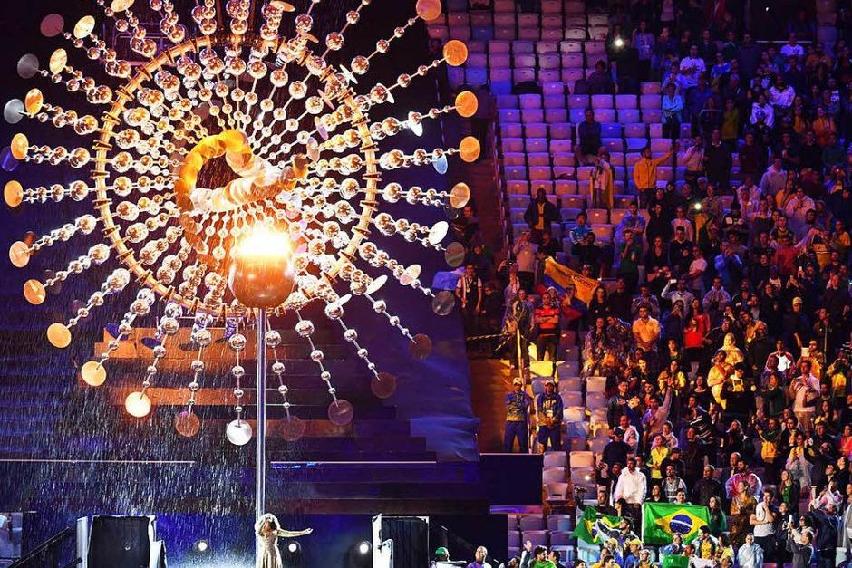 Bei der mehr als zweistündigen Abschlusszeremonie wurden nochmals die brasilianische Kultur, Musik und Lebensfreude gefeiert. Sie war bunt, laut und fröhlich. (Foto: dpa)