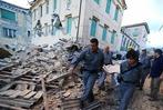 Fotos: Erdbeben der Stärke 6,1 erschüttert Italien