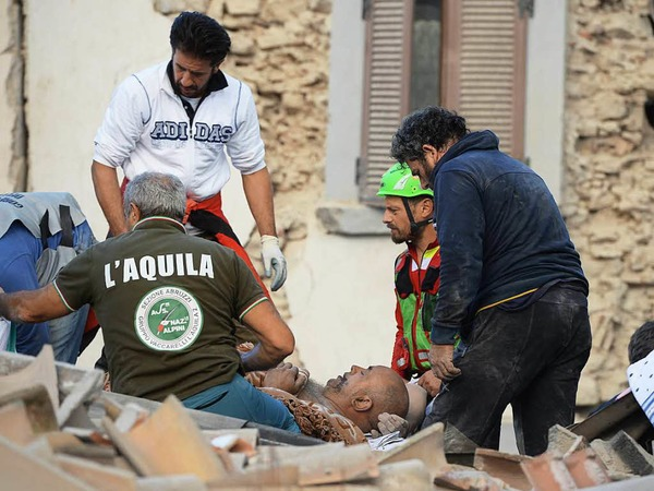 Menschen unter Trümmern, eingestürzte Häuser: Ein schweres Erdbeben in Italien lässt Schlimmes befürchten. <?ZE?>