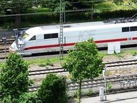 Bahn tauscht ICE-Lokf�hrer aus, der Zug durchfahren lie�