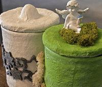 K�nstlerin Jenny Obrist gestaltet individuelle Urnen aus Gips