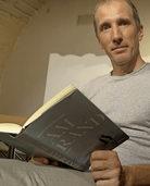 Der Autor Hans Platzgummer liest in Riehen