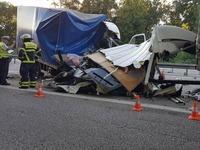 Fahrer eines Kleintransporters stirbt bei Unfall auf der A5