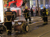 Feuerwehr l�scht Brand auf dem Dach des Theater Freiburg