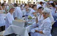 """Mehr als 800 G�ste kamen zum """"White Dinner"""""""