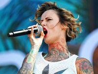 Jennifer Rostock singt in einem Video gegen die AfD