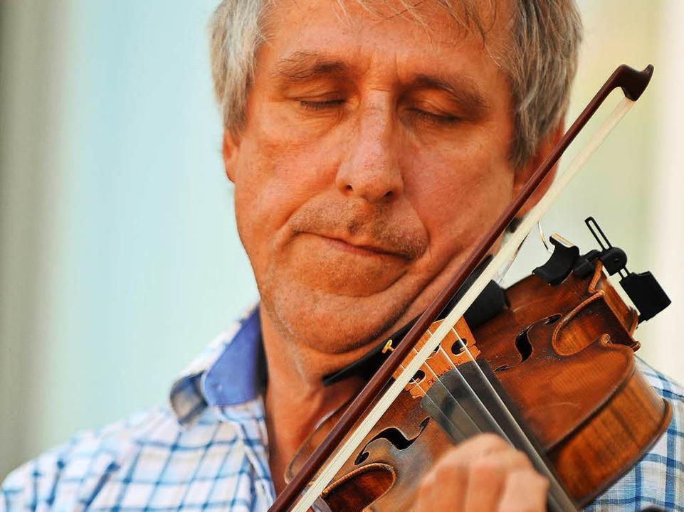 Ein Musiker vom Zaun in Ruditown  | Foto: Wolfgang Scheu