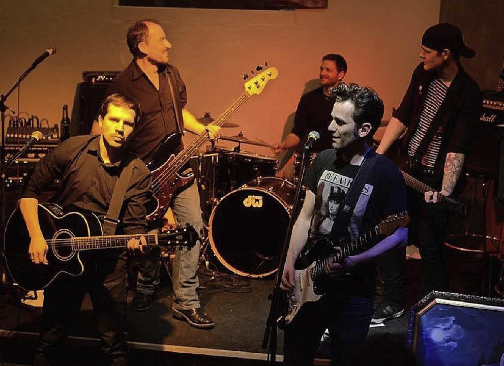 Die Band Bail möchte sich nicht in ein...Frontsänger Klaus Biehler (von links).  | Foto: Privat