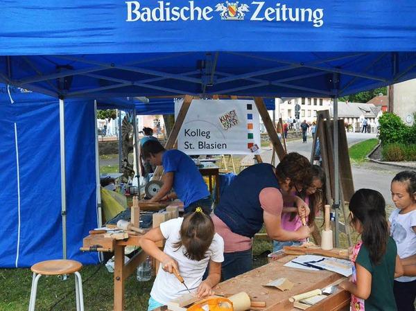 Viel Spaß hatten Kinder und Jugendliche bei der Kunstwerkstatt zum Bildhauersymposium, einer Kooperation von Badischer Zeitung und der Kunstwerkstatt des Kollegs St. Blasien.