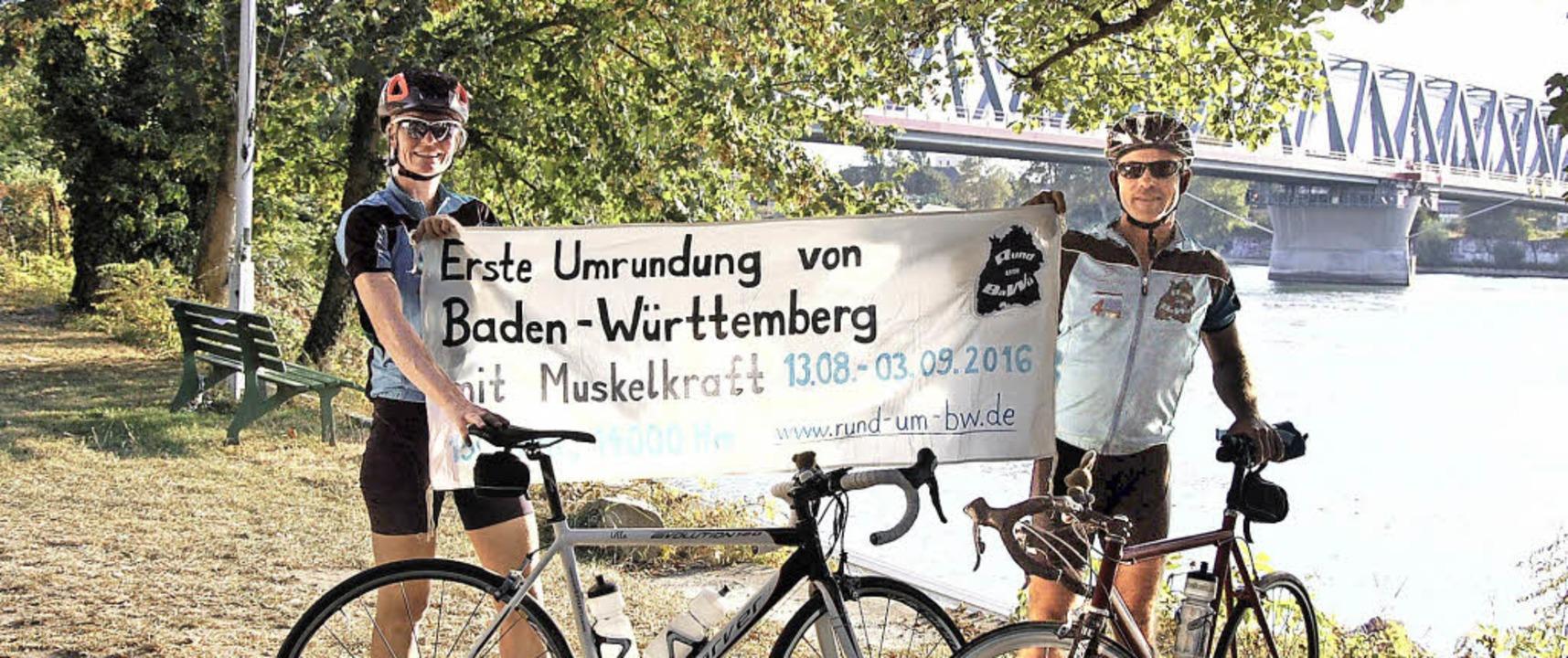 Ute Jansen und Markus Frommlet bei ihrer Ankunft mit den Rennrädern  in Kehl.   | Foto: Karen Christeleit