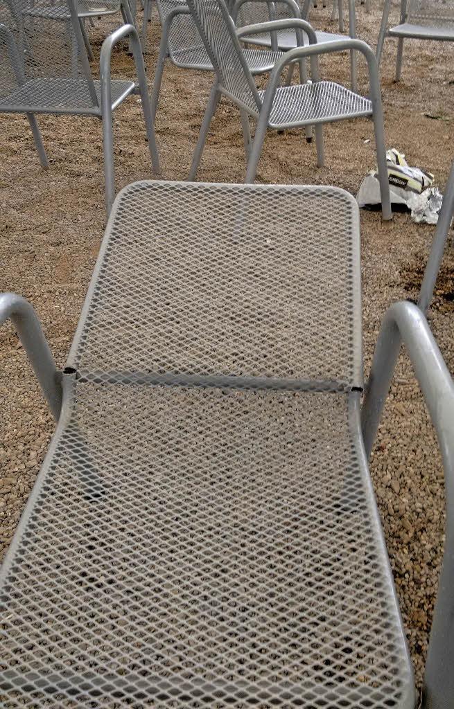 bad s ckingen einsatz gegen zerst rungen im schlosspark badische. Black Bedroom Furniture Sets. Home Design Ideas