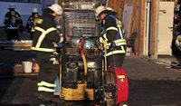 Feuerwehren l�schen mehrere Fahrzeugbr�nde
