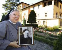 Dier Liobaschwestern denken an Schwester Hildegardis, ihre Mitgr�nderin