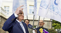Seehofer dementiert einen Bericht, wonach er Merkel vom CSU-Parteitag ausl�dt