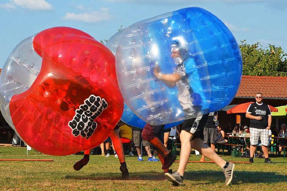 Der Spaß stand beim Bubblesoccer-Turnier in Denzlingen an erster Stelle. (Foto: Dennis Schwarz)