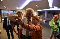 Auf Tuchfühlung mit Wählern: Kretschmann in Titisee