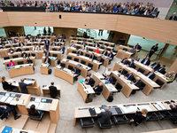 AfD legt trotz Querelen im Südwesten auf 17 Prozent zu