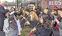 Blasmusikfans trotzen in Rothaus dem Wetter