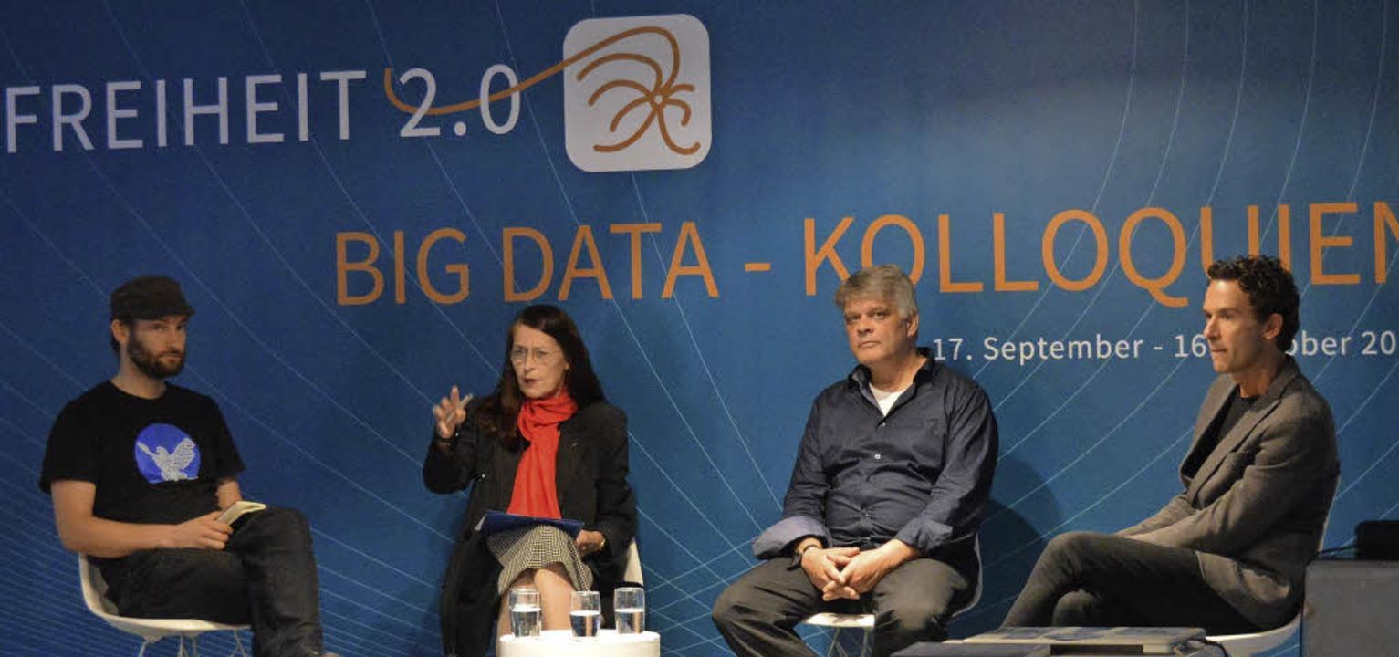 Diskussion mit (von links) dem Program...isen und dem Künstler Florian Mehnert   | Foto: ADRIAN STEINECK