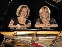 Pamela Reith und Susanne Schneider spielen vierh�ndig klassische Werke