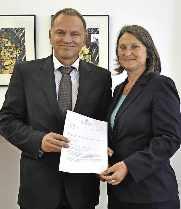 Die Anerkennung als Schwerpunktgemeind...ntin Bärbel Schäfer in Empfang nehmen.  | Foto: Regierungspräsidium Freiburg