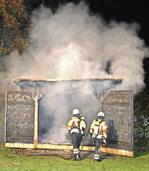 Feuer �schert Schuppen ein