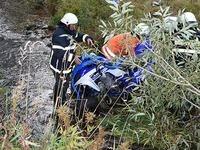 Quadfahrer st�rzt B�schung herab und wird schwer verletzt
