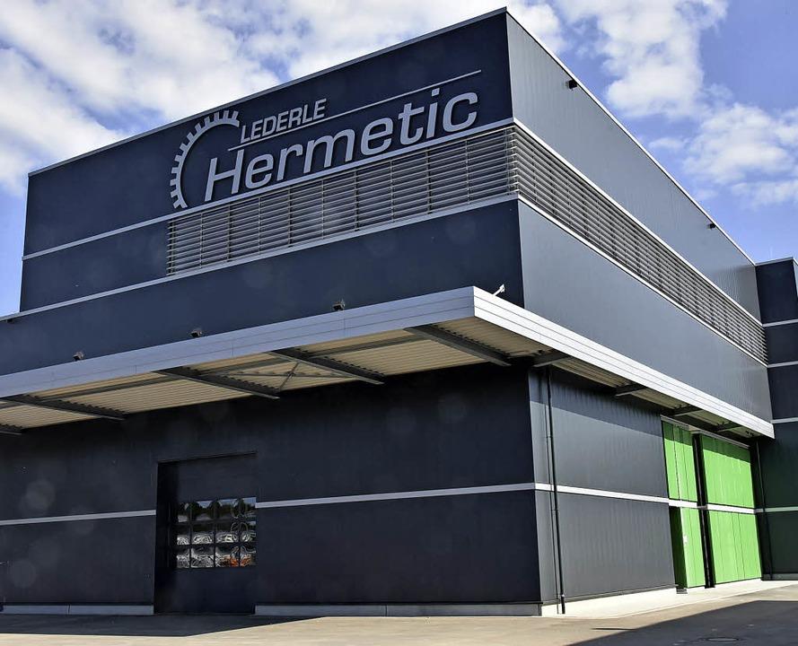 Christian Dahlke, Bürgermeister Raphae...e neue Produktionshalle von Hermetic.   | Foto: Andrea Steinhart