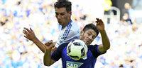 Schalke 04 steht mit dem R�cken zur Wand