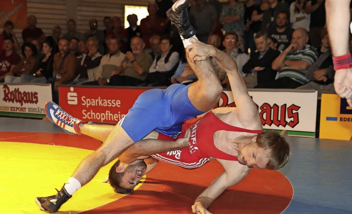 Niederlage in 76 Sekunden: Sebastian R...zog gegen Timo Moosmann den Kürzeren.   | Foto: Hubbs