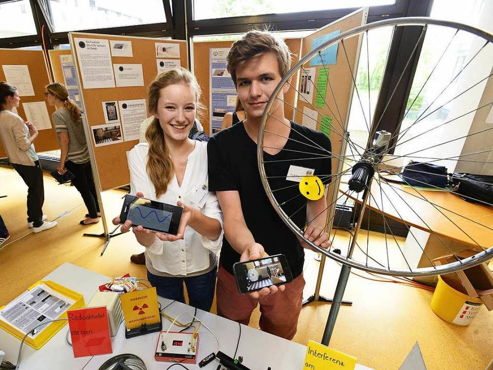 Johanna Kroll  und David Heger vom FG ...euder in der Pädagogischen Hochschule.  | Foto: Ingo Schneider