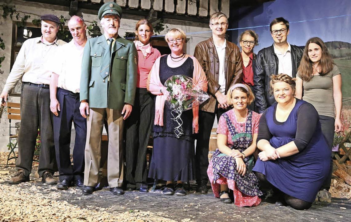 Das Theaterteam der Trachtentanzgruppe...midt (knieend) und Katharina Schnell.   | Foto: Heinrich Fehrenbach