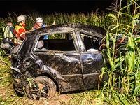 VW Polo mit acht Insassen �berschl�gt sich - zwei Tote