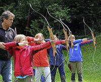 FLUCHTPUNKT: Mit Pfeil und Bogen auf die Jagd