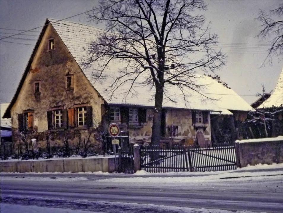 Wo der Kohlerhof im Jahre  1990 noch s...h heute in Denzlingen die Sparkasse.    | Foto: Bernhard schmidt/Karl Weiss/Dieter Ohmberger/Privat